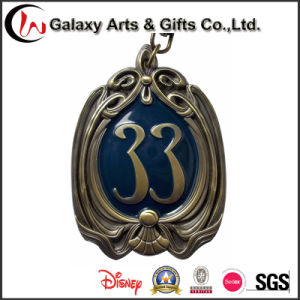 New Design Metal Customized Cool Gold Plating Badges pictures & photos