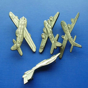 Plane Zinc Alloy Lapel Pin, Gold Plated Badge (GZHY-BADGE-028) pictures & photos