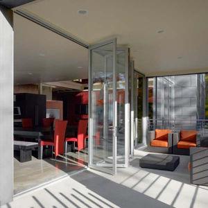 Frameless Folding Door 12mm Glass Door Sliding Bi-Fold Door pictures & photos