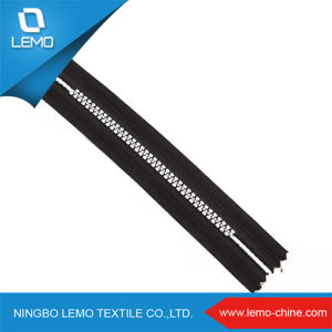 High Quality No. 5 Resin Zipper for Garments Handbag pictures & photos