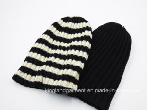 100% Acrylic Fashion Sports Reversible Beanie Striped Knitted Hat pictures & photos