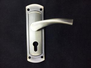 2017 New Design Iron Plate Aluminium Handle Door Handle Lock pictures & photos
