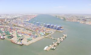 Consolidate Cargo Agent to Dubai Container Barge Shipping pictures & photos