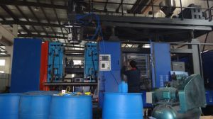 HDPE Barrel Extrusion Blow Molding Machine pictures & photos