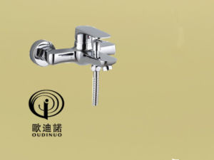 Oudinuo Single Handle Brass Bathtub Faucet 67213-1 pictures & photos