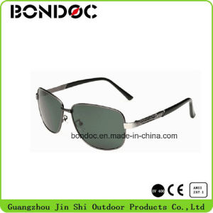 Men Custom Polarized Mirror Aviators Sunglasses pictures & photos