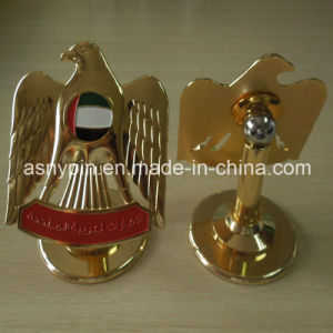 UAE 2016 Gold Metal Stand 3D Falcon Design Trophy for National Day Decoration pictures & photos