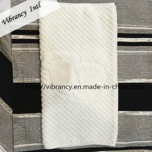Hot Sale 100% Cotton Jacquard Footprint Hotel Bath Foot Towel pictures & photos