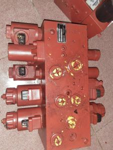 Linde H2X-392 Multi-Way Valve for Forklift pictures & photos