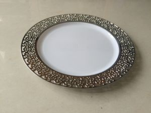 """9"""" Plastic Dinner Plate with Silver Lace Side (SLP90-S)"""