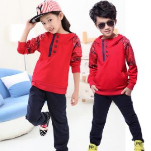 2015 Winter Kids Boy &Girl Sport Suit in Children′s Clothes for Wholesale pictures & photos