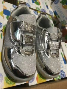Children′s Shoes with LED Light, LED Kids Shoes, LED Shoes, Fashion Shoes, 5000pairs pictures & photos
