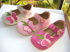 Big Butterfly Girl′s Squeaky Shoes Different Colors