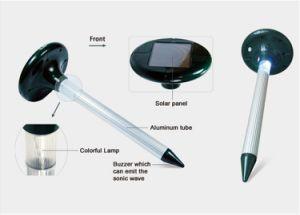 Solar Power Ultrasonic Outdoor Garden Safe Harmless Gopher Mole Snake Mouse Control Pest Repeller pictures & photos