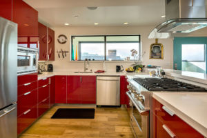 High Gloss Red Kitchen Cabinet pictures & photos