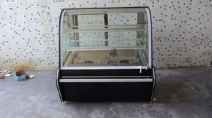 Black Color Cake Display Fridge for Chain Store pictures & photos