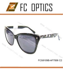 Italian Brand Name Fashion Polarized Eyeglasses with Standard CE/FDA pictures & photos
