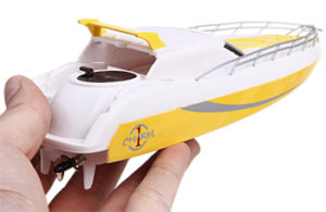 045332-2.4G 4CH Remote Control Boat Dual Propellers High Speed Cruise Ship Yacht Model pictures & photos