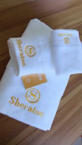 Cotton Bath Towels White Color Soft Hand-Feeling Hotel Embroidery Towels pictures & photos