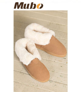 Warm Winter Suede Sheepskin Shoes Slippers Indoor Shoes for Kids pictures & photos
