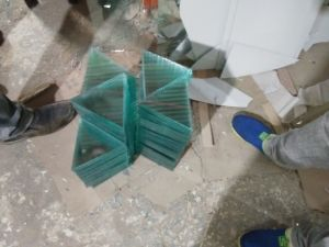 Cutting Size Clear Float Glass Used for Photo Frame with Different Shapes pictures & photos