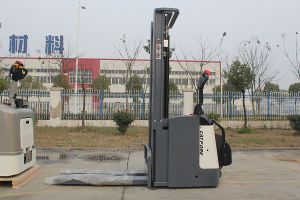 Snsc 1.2 Ton Electric Stacker pictures & photos