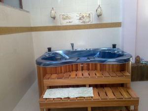 Online Shopping Indoor Massage Bathtub pictures & photos