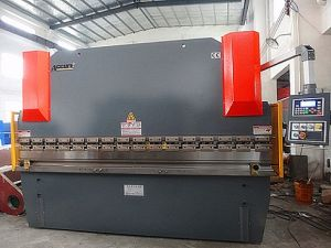 Wc67y-160t/3200 Hydraulic CNC Press Brake Machine pictures & photos