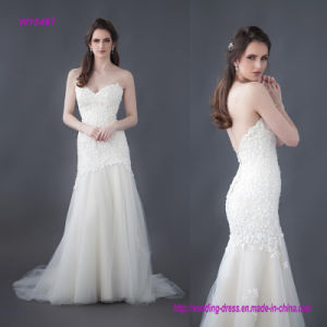 Beautiful Beaded Flower Lace Wedding Gown with a Fitted Long Line Bodice and a Layered Tulle Skirt pictures & photos
