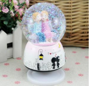Pretty Polyresin Water Globe Snow Globe pictures & photos