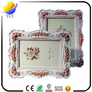 Exquisite Resin Material Carved Picture Frame pictures & photos