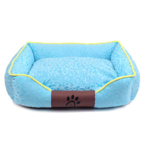 Pet Dog Puppy Soft Warm Sofa Bed (B1001) pictures & photos
