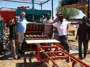 Automatic Cement Interlocking Paving Bricks Machine in South Africa (QFT5-20) pictures & photos
