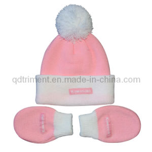 Infant POM Top Acrylic Knitted Glove and Beanie Set (TRK044) pictures & photos