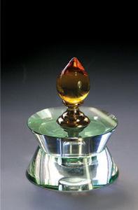 Fashion Light Shape Crystal Glass Perfume Bottle (JD-QSP-001) pictures & photos