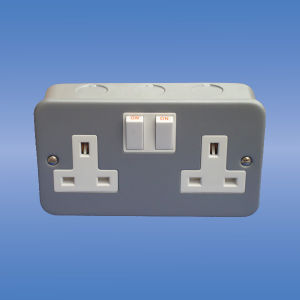 Double Switched Socket (Metal Clad Range) pictures & photos