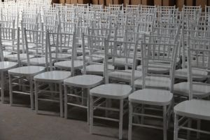 Mahogany Solid Wooden Chiavari Chairs pictures & photos