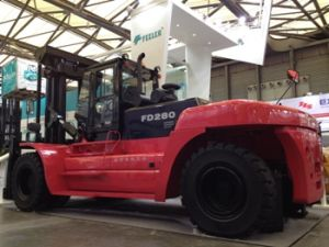 28ton Counter Balance Diesel Forklift with Air Condition and Cabine pictures & photos