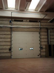 Handlifting Warehouse Gate pictures & photos