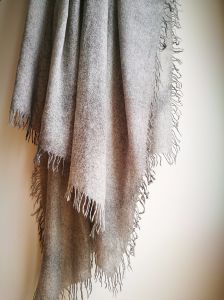 Cashmere Woven Rolly Fringers Arround Shawl pictures & photos