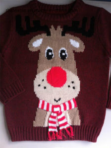 Girls Reindeer Intarsia Jumper with 3D scarf pictures & photos