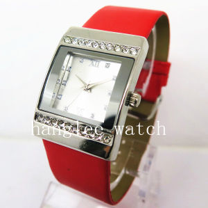 Diamond Alloy Case Watch Cheap Fashion Quartz Watch (HL-CD024) pictures & photos