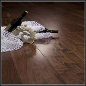 Househole/Commercial American Walnut Engineered Wooden Flooring pictures & photos