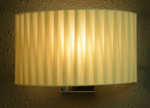 Contemporary Black Bedside Wall Sconces Lamp Light with Fabric Shade for Bedroom pictures & photos
