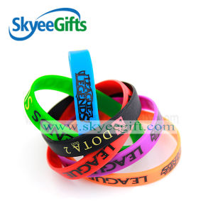 High Quality Customized Embossed Silicone Wristband pictures & photos