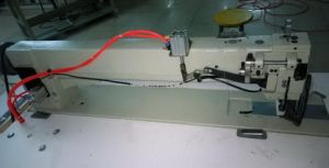 Long Arm Compound Feed Lockstitch Sewing Machine pictures & photos