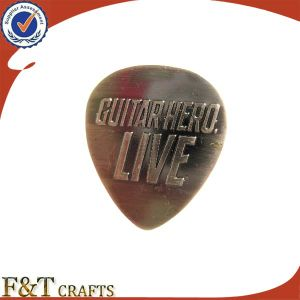 Hot Selling Plating Antique Guitar Pick Shaped Custom Metal Badge (FTBD8244J) pictures & photos