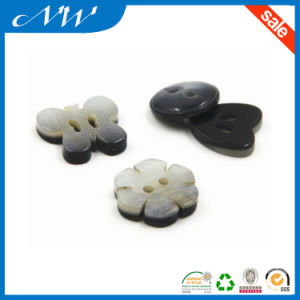 Imitation Shell Button Effect Resin Button with Flower Shaped pictures & photos