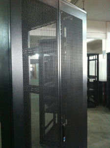 19′′ Network Cabinet with Arc Wave Perforated Door pictures & photos