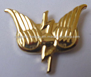 Customized Gold Plating 3D Lapel Pin (MJ-PIN-131) pictures & photos